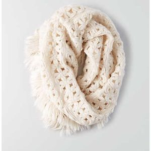 AMERICAN EAGLE OUTFITTERS TUBE SCARF CREAM KNIT